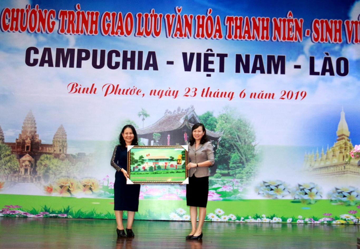 Giao lưu văn hóa thanh niên - sinh viên 3 nước: Campuchia, Việt Nam, Lào