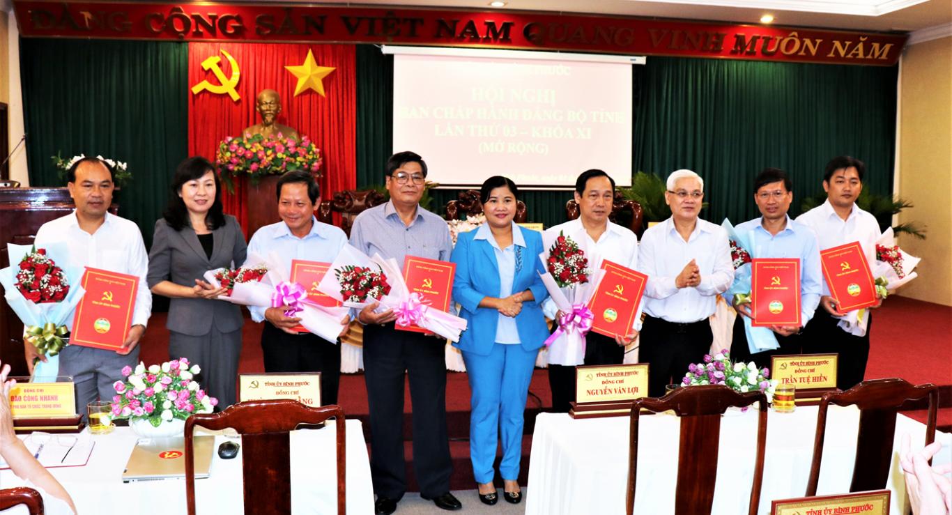 Công bố quyết định của Bộ Chính trị về chuẩn y Bí thư, Phó bí thư Tỉnh ủy nhiệm kỳ 2020-2025