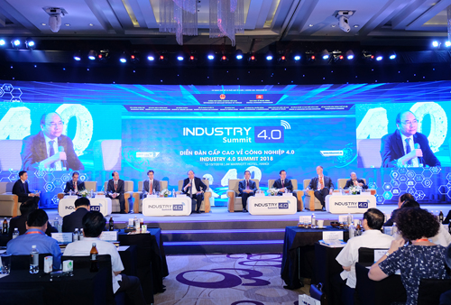Thủ tướng đối thoại tại Diễn đàn. Ảnh: VGP/Quang Hiếu